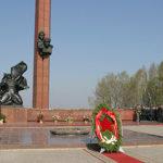 Памятник А.Матросову и М. Губайдуллину